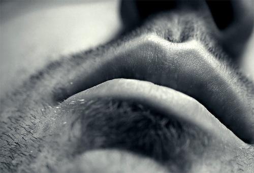 Du bout des lèvres…