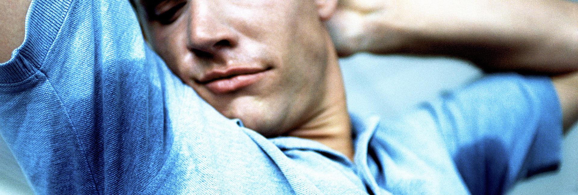 homme-tranpiration-odeurs-traces-blog-beaute-soin-parfum-homme